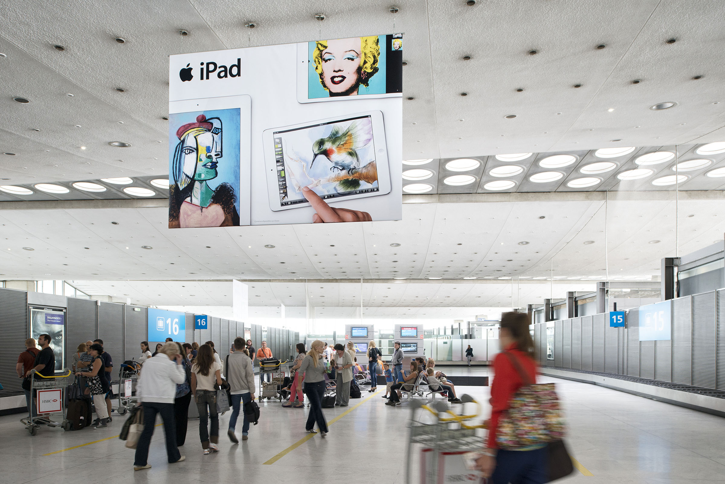 Apple_full giant banners_CDG 2C_0813.jpg